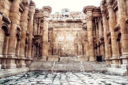 Historic ancient Roman Bacchus temple in Baalbek, Lebanon Imagens