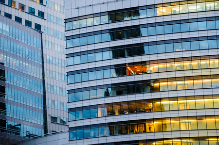 Abstrakte Beschaffenheit des blauen Glas modernes Bürogebäude Hintergrund Lizenzfreie Bilder