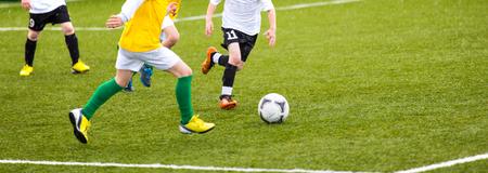 Fußball-Fußballspiel Spiel für Kinder. Kinder spielen Training und Fußballfußballturnier