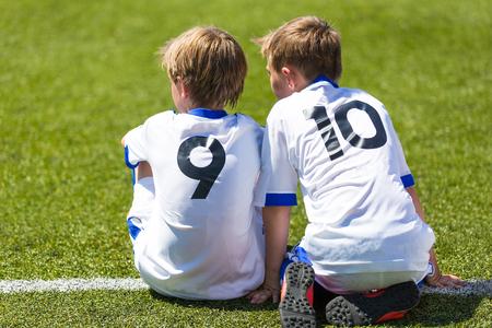 cancha de futbol: Partido de fútbol de fútbol para niños