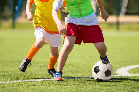 Match de football pour les enfants. Formation et le football tournoi de soccer Banque d'images - 50564168