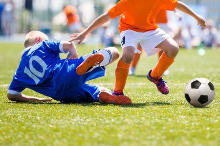 Fußballspiel für Kinder. Training und Fußball Fußballturnier