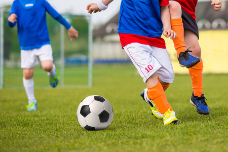 Football soccer training match for young boys Standard-Bild