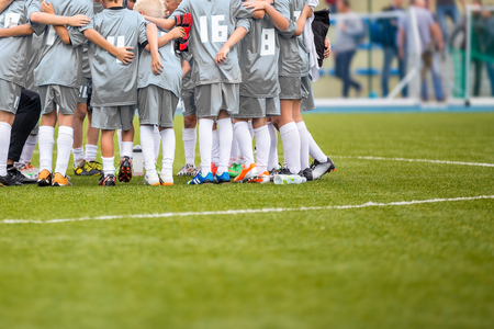 camping pitch: Youth Soccer Football Team Gathering Before The Tournament Final Match. Coach Giving Team Talk Stock Photo