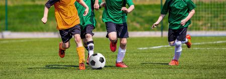 Muchachos juego de fútbol. horizontales deportes fondo fútbol.