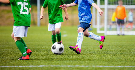 Kinder-Fußballspiel. Europäische Fußball-Liga für Jugendmannschaften