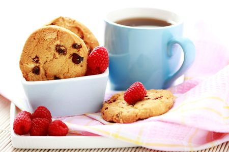 крупные планы: close-ups of taspberry cookies - sweet food