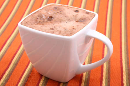 hot chocolate: taza de primers del chocolate caliente