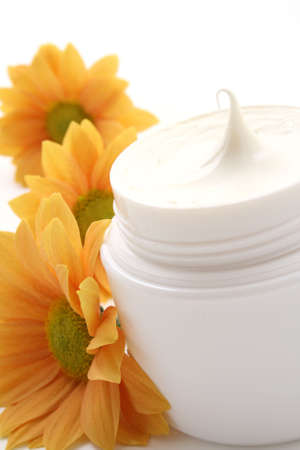 hing: close-ups of face cream and daisy isolated