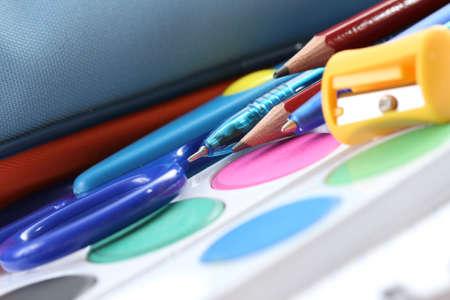przybory szkolne: Powrót do szkoły - zbliżeń szkoły dostaw