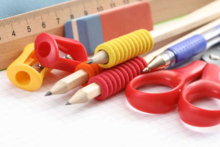 крупные планы: back to school - close-ups of school supplies