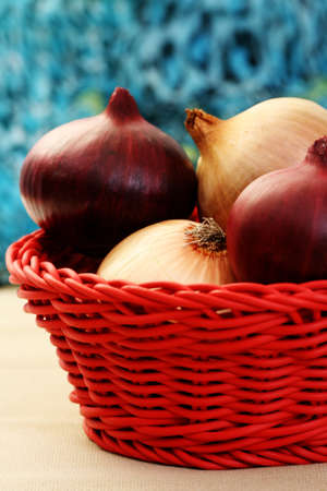 pealing: basket full of onions - food and drink