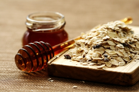 oatmeal and honey - beauty treatment