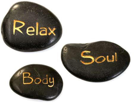 masaje: relajar el cuerpo alma piedras aislados en blanco - tratamiento de belleza