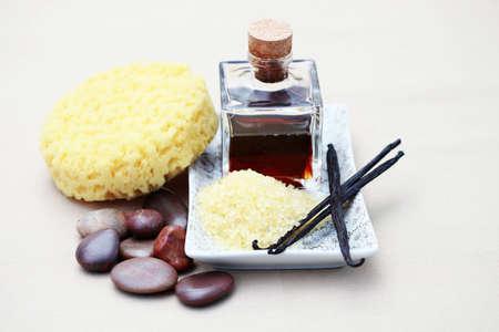 art�culos de perfumer�a: botella de art�culos de tocador de vainilla - tratamiento de belleza  Foto de archivo