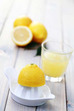 juice squeezer: citrus squeezer and fresh lemon juice - food and drink Stock Photo