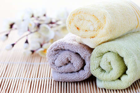 towels luxury: soft and fresh towels with flowers - beauty treatment Stock Photo