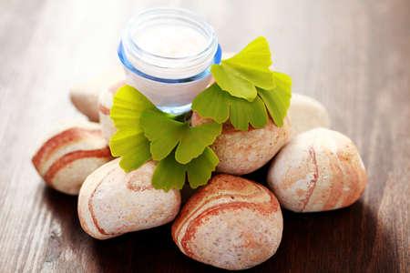 ginkgo: close-ups of ginko moisturizer with fresh leaves - beauty treatment Stock Photo