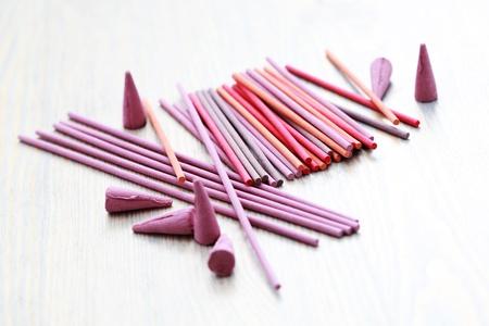 incienso: close-ups de varillas de incienso - Aromaterapia Foto de archivo