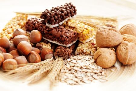 leckere und gesunde Granola Bars mit einige Nüsse - Ernährung und Frühstück Lizenzfreie Bilder