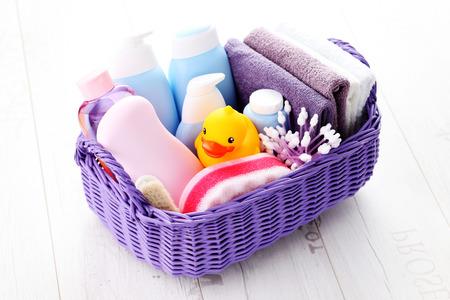Korb voll von Baby-Zubehör - Kinder Standard-Bild - 34399453
