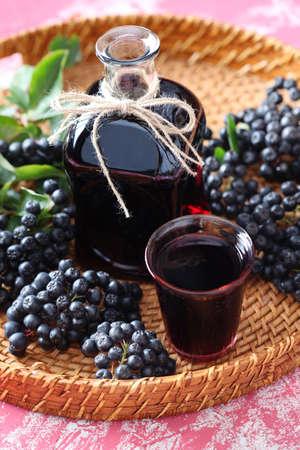 自家製チョークベリー ジュースまたはリキュール - 食べ物や飲み物 写真素材
