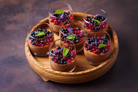 chocolat mousse with summer fruits - sweet food Standard-Bild