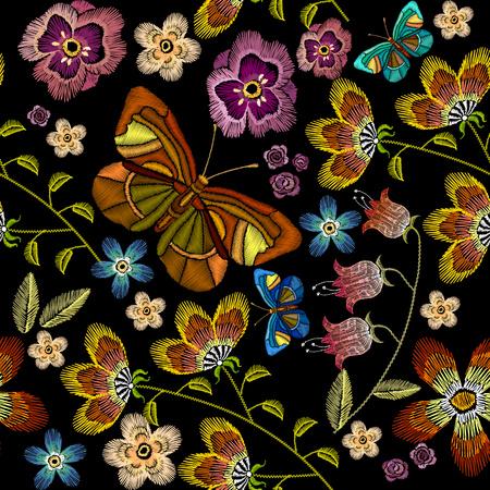 Stickerei Blumen und Schmetterlinge nahtlose Muster. Schöne Kamillen, Kornblumen, klassische Stickerei auf schwarzem Hintergrund, moderne Design-Vorlage für Kleidung