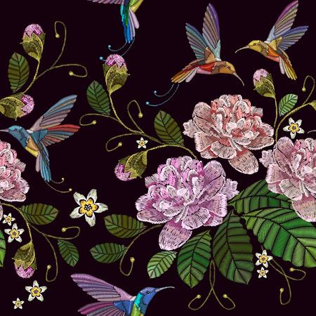 Stickerei Pfingstrosen und Kolibri nahtlose Muster. Modische Vorlage für Kleidung, Textilien, T-Shirt-Design. Schöne Pfingstrosen Blumen und Kolibri, klassische Stickmuster Standard-Bild - 79085570