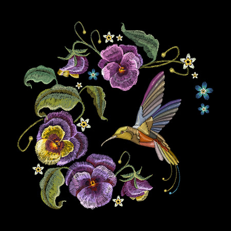 スミレの花とハミング鳥の刺繍。クラシック刺繍黒の背景に紫の美しい花。服、t シャツ デザインのファッショナブルなデザイン