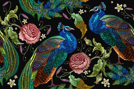 Pavos reales del bordado y flores peonías de patrones sin fisuras. Pavos reales hermosos del bordado de moda clásico.
