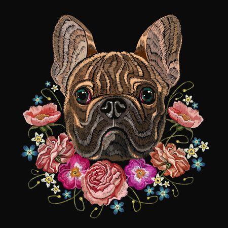 Bulldog de cabeza de bordado clásico, rosa, peonías, diseño de moda para ropa, diseño de camiseta. Bordado de bulldog francés y hermoso ramo de flores. Ilustración de vector