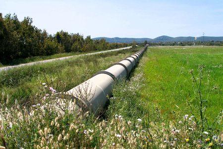 sardaigne: conduite d'eau, en Sardaigne, �le en italie