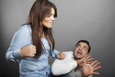 spitting: Girl threatens with a fist his boyfriend