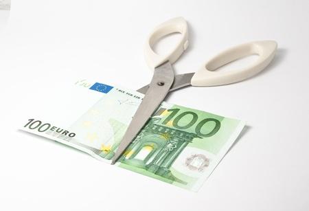 scissors cutting hundred  euro banknote Standard-Bild