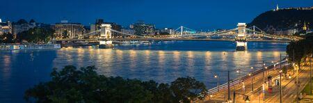 Panoramic view on the Budapest Chain Bridge at blue hour, long exposure, Hungary Standard-Bild