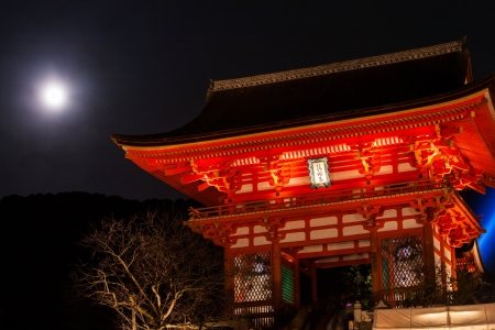 moon gate: The Gate of Kiyomizu-dera and full moon  Editorial