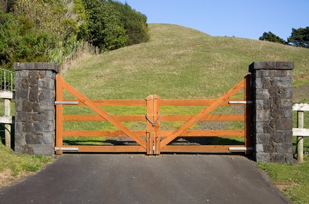 land locked: A closed wooden gate on a vacant paddock in the New Zealand countryside Stock Photo