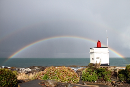 bluff: A rainbow behind Stirling Point Lighthouse at Bluff, New Zealand
