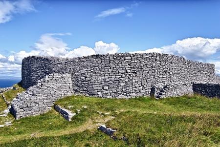 aran islands: Dun Eochla, Inishmore, Irlanda - es un fuerte anillo situado en el punto m�s alto en Inishmore, la mayor de las Islas Aran, y ha sido construido en alg�n momento entre 550 y 800 dC (estimado) Foto de archivo