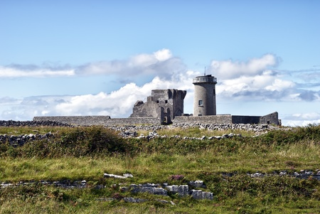 aran islands: Dun Arann Lighthouse & Signal Tower, Inishmore (Aran Islands), Ireland