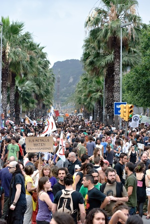 protestors: Protestors demonstrating against painful economic cuts, EURO-Pact, corruption and politicians on June 19, 2011 in Barcelona due to financial crisis Editorial