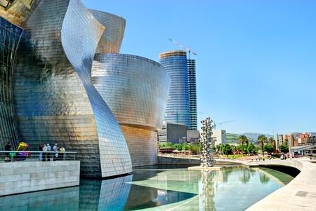 mus�e: Bilbao, Espagne - 03 juin: Mus�e Guggenheim de Bilbao, con�u par le Canadien-architecte am�ricain Frank Gehry, l'une des oeuvres les plus admir�es de l'architecture contemporaine, le 03 Juin 2010, � Bilbao, Espagne. Editeur