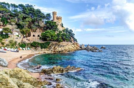 costa brava: mer M�diterran�e sur la Costa Brava - ch�teau de Sant Joan, Lloret de Mar, Espagne Banque d'images