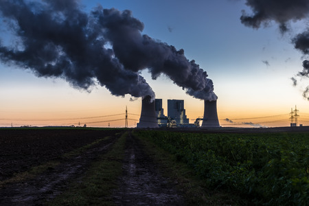 coal fired: Coal-fired power station at dusk