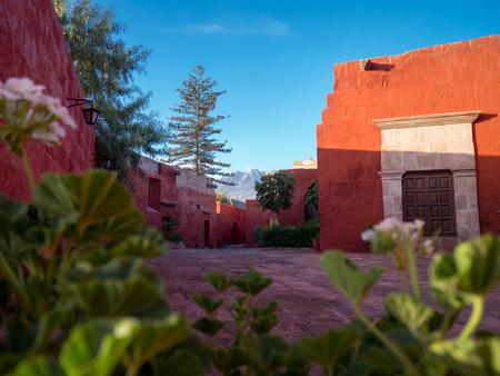 Courtyard in Santa Catalina Monastery in Arequipa, Peru Imagens