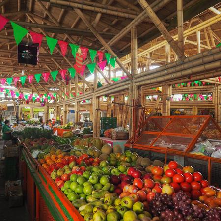 Fruit market (Galeria Alameda) in Cali, Colombia Imagens