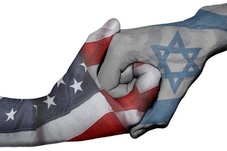 saludo de manos: Handshake Diplom�tica entre banderas de pa�ses de Estados Unidos e Israel sobreimprime las dos manos Foto de archivo