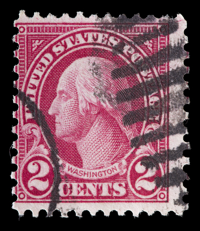 george washington: ESTADOS UNIDOS DE AMÉRICA - CIRCA 1922: Un sello utilizado impreso en Estados Unidos muestra un retrato del presidente George Washington en el fondo rojo, alrededor del año 1922