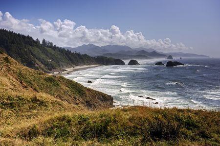 オレゴン州の太平洋沿岸に沿って険しい海岸。 写真素材